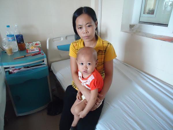Bé 2 tuổi gồng mình chống chọi viêm xương hoại tử và bạch cầu cấp