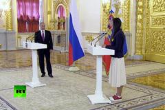 Nữ VĐV vô địch Olympic khóc nức nở khi gặp Tổng thống Putin