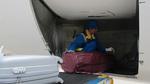 Nhân viên bốc xếp sân bay Nội Bài trộm iPad của khách