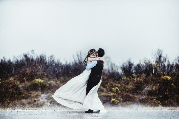 ảnh cưới, cặp đôi Hà Thành, ảnh cưới trong bão, đảo Quan Lạn, ảnh cưới độc