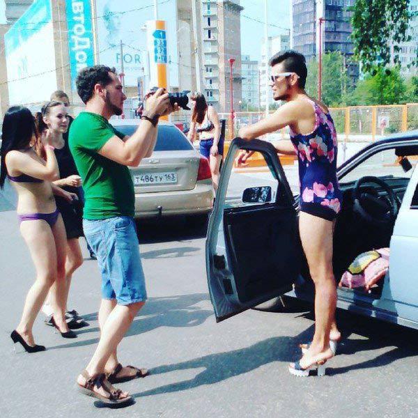 mặc bikini, đổ xăng, miễn phí, Nga