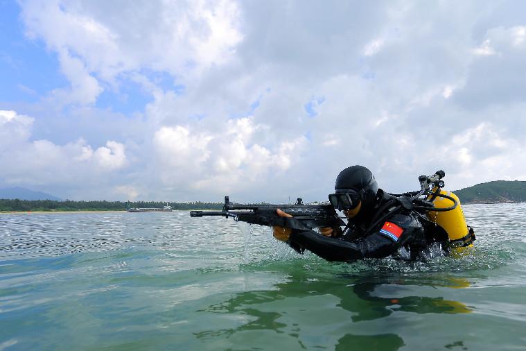 Đặc công 'người nhái' TQ diễn tập ở Biển Đông