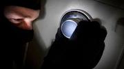 Rình mật khẩu, trộm vàng trong két sắt của người tình