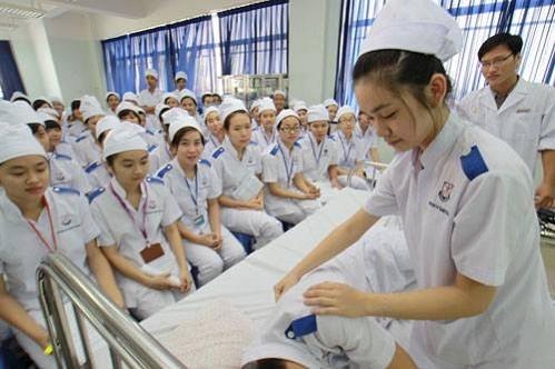 trung cấp y tế, đào tạo trung cấp y tế, hiệu trưởng kêu cứu