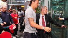 """Ibrahimovic tạo nên """"cơn sốt"""" chưa từng thấy ở M.U"""
