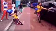 10 clip 'nóng': Cô gái cầm hoa hồng xanh cầu hôn bị bỏ rơi