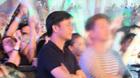 Đại gia Chu Đăng Khoa lặng lẽ xem Hồ Ngọc Hà biểu diễn