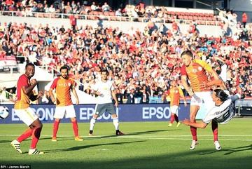 Video màn trình diễn của Ibrahimovic ở trận ra mắt MU