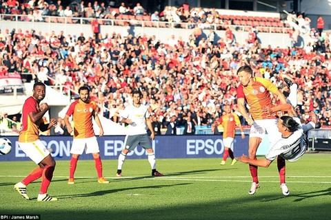 Màn trình diễn của Ibrahimovic ở trận ra mắt MU