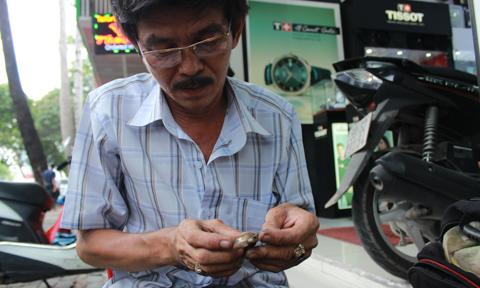đồng hồ cổ, Sài Gòn, bác sĩ chữa bệnh cho đồng hồ, hộp quẹt cổ