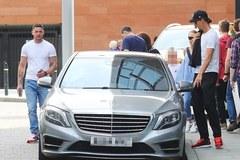 Lạ thay: Ibrahimovic dùng xe cũ của Van Gaal
