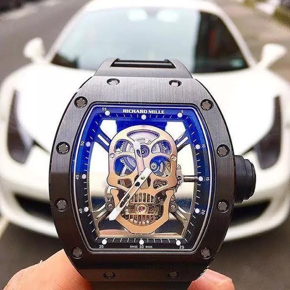 20160801093713 dong 1 Chiếc đồng hồ xa xỉ đồng hành với đại gia khắp nẻo đường