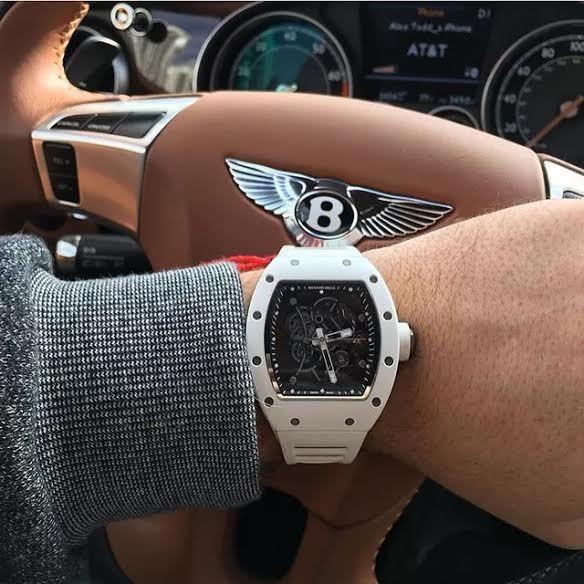 20160801093713 dong 7 Chiếc đồng hồ xa xỉ đồng hành với đại gia khắp nẻo đường