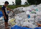 Núi rác thải y tế chình ình giữa làng
