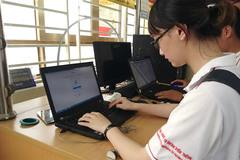 Cấp, đổi thẻ sinh viên, thu học phí qua phần mềm giao dịch một cửa