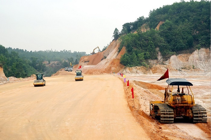 dự án cao tốc Vân Đồn - Móng Cái, vốn vay trung quốc, quảng ninh, bộ giao thông vận tải, nợ công, nhà thầu trung quốc, dự án đường sắt cắt linh - hà đông,