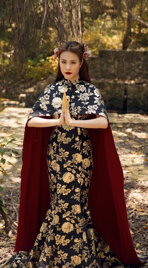 Hoàng Thùy Linh không hở vẫn sexy