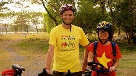 Cô gái Việt và 300 ngày đạp xe tới Paris