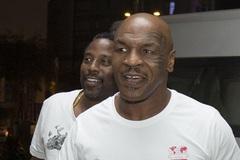 Lộ loạt ảnh  Mike Tyson đến Việt Nam đóng phim