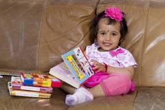 Xem bé 2 tuổi đọc vanh vách tên thủ đô 196 nước