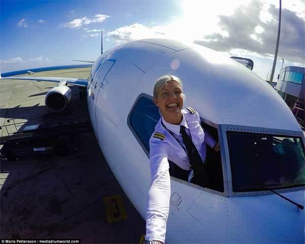 Nữ phi công nổi như cồn nhờ bộ ảnh hấp dẫn