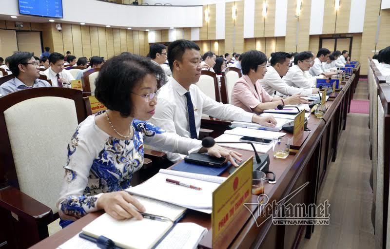 Bãi nhiệm đại biểu HĐND với bà Nguyệt Hường