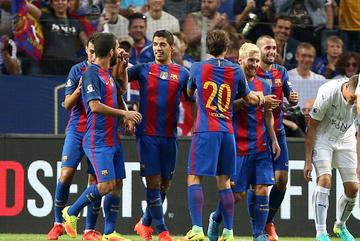 Messi tịt ngòi, Suarez giúp Barca đánh gục Leicester
