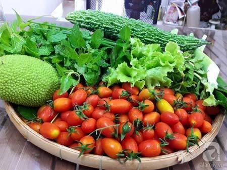 Bí quyết trồng cà chua bi cho ra hàng trăm quả ở Sài Gòn