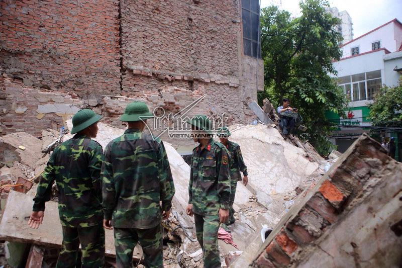 Cảnh tan nát trong căn nhà 4 tầng đổ sập
