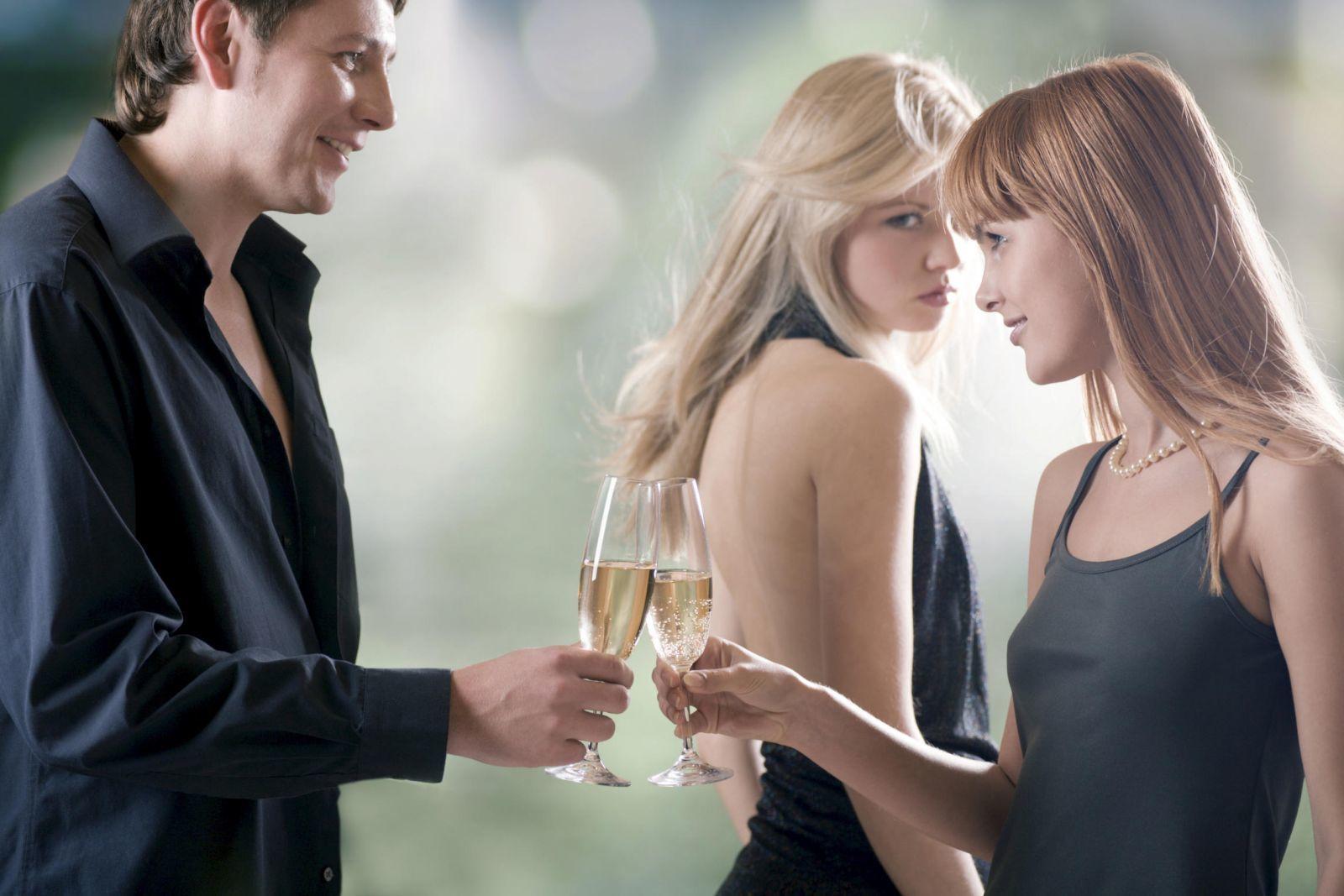 vợ bất hạnh, chồng ngoại tình, chồng có vợ bé, ly hôn