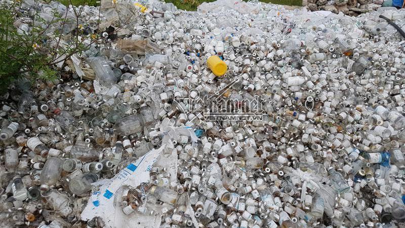 Công an Bắc Ninh điều tra núi rác thải y tế