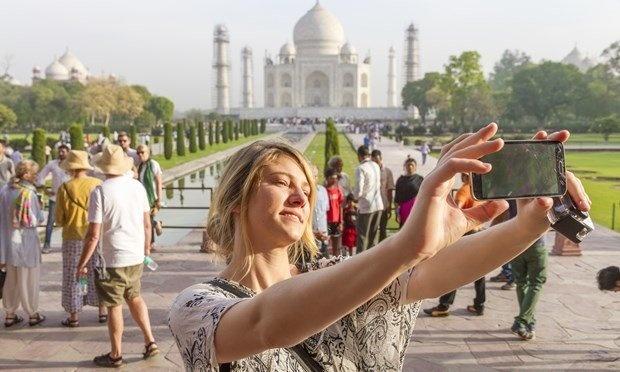 Bí kíp chụp ảnh không vướng người ở khu du lịch đông đúc