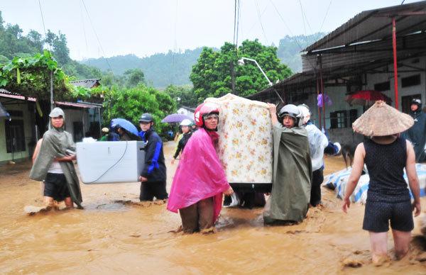Hình ảnh kinh hoàng lũ cuốn phăng nhà cửa ở Lào Cai