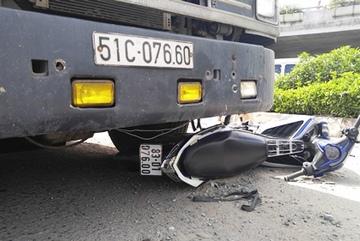 """Xe container cán chết người ở """"điểm đen"""" giao thông Sài Gòn"""