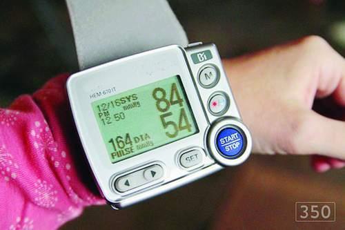 Huyết áp cao hay thấp đều làm đau tim, đột quỵ
