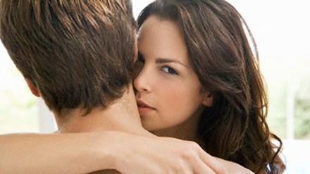 """Sự thật chuyện chồng tôi bị gái làng chơi """"bỏ bùa yêu"""""""