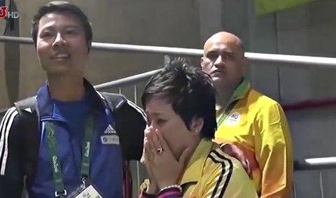 HLV của Hoàng Xuân Vinh bật khóc khi học trò giành HCV
