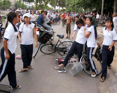 văn hóa, nhường nhịn, ứng xử, văn minh, người già, người trẻ, Việt Nam, xã hội