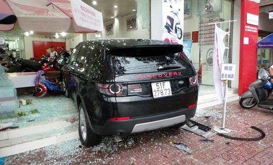 Tai nạn, nhầm chân ga, chân phanh, ô tô, xe máy, lái xe, mua xe, xe sang, tài xế