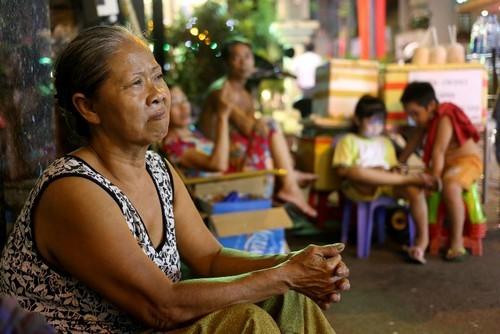 20 người chen chúc nhau trong căn nhà 15m2 ở trung tâm Sài Gòn