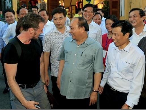 Chuyến đi bộ của Thủ tướng ở Hội An