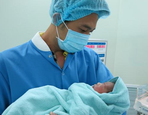 Truyền ối mới cứu thai nhi dọa sinh non ở Vinmec