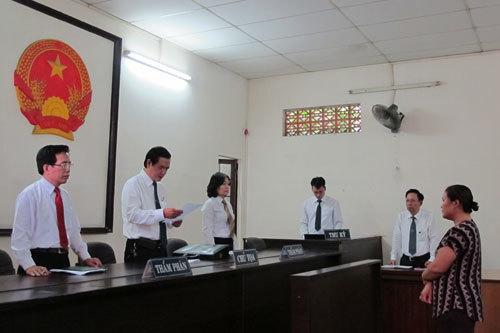 Người tố thư ký tòa 'vòi' tiền chạy án bị tăng hình phạt