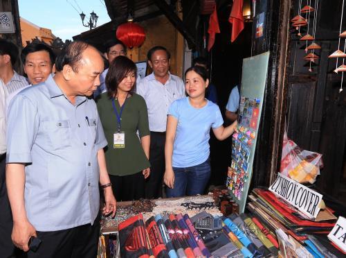 Thủ tướng: Tạo khí thế mới để du lịch phát triển táo bạo hơn