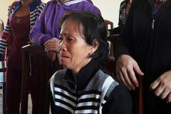 Người phụ nữ nức nở trước tòa vụ tráo vé số 1,5 tỷ