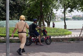 Cảnh sát giao thông 'săn' game thủ bắt Pokemon