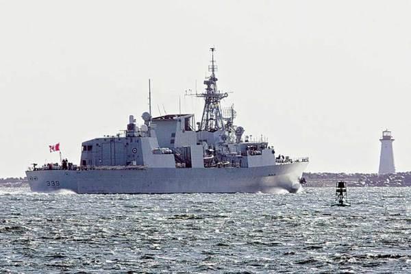 Hàng chục thủy thủ tàu chiến Canada bị lở loét
