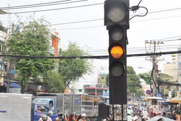 Lào Cai không phạt đèn vàng: Hà Nội, TP.HCM có học?