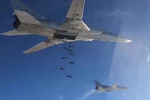 Xem Tu-22M3 của Nga dội bom xuống thành trì IS