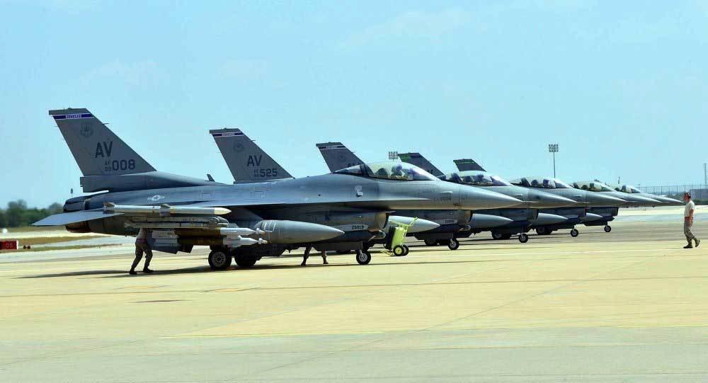 Không quân Mỹ tranh phi công với các hãng bay